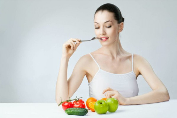 woman_eat_healthy_fruit_vegetable_diet
