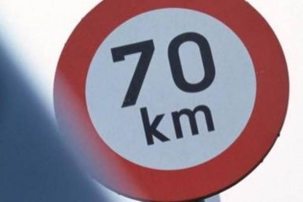 Στη Φλάνδρα, όταν δεν υπάρχει σχετική πινακίδα το ανώτατο όριο είναι 70 χλμ