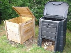 Σε πολλούς κήπους τα φυτικά υπολείμματα χρησιμεύουν για την παραγωγή λιπάσματος μέσω κομποστοποίησης