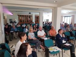 """Στιγμιότυπο από την τελευταία ημέρα των εργασιών του συνεδρίου του Συνδέσμου Μουσείων Τυπογραφίας της Ευρώπης που πραγματοποιήθηκαν στο Ινστιτούτο Επαρχιακού Τύπου (Ίδρυμα """"Αγία Σοφία"""") στους Αγίους Πάντες Αποκορώνου"""