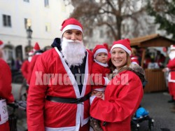Έχοντας ως έμπνευση το Santa Run των Χανίων οι Αυστριακοί πραγματοποιούν μία ανάλογη εκδήλωση στο Linz με την συμμετοχή μικρών και μεγάλων