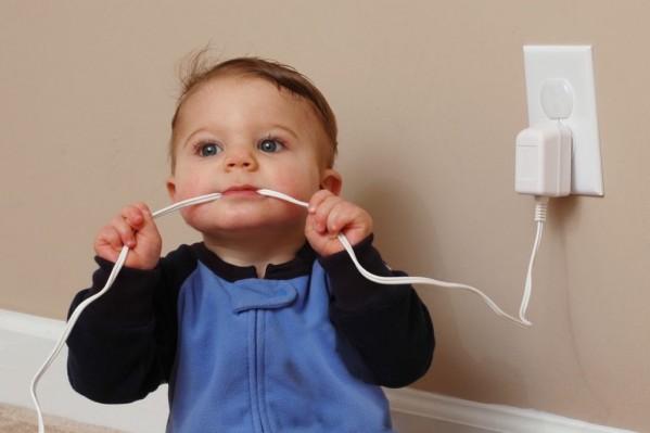 Ιδιαίτερη προσοχή στα παιδιά για την αποφυγή ηλεκτροπληξίας.