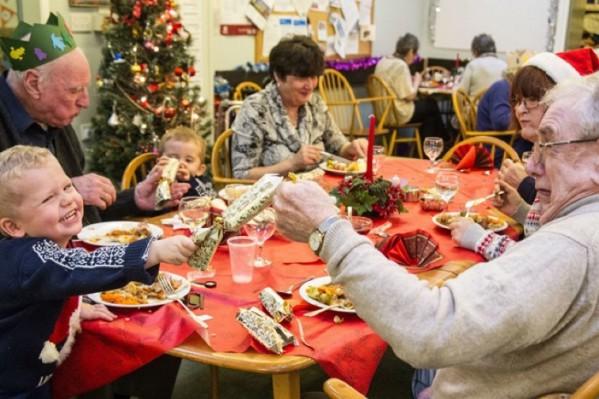 Τα παιδιά και οι ηλικιωμένοι χρειάζονται ιδιαίτερη φροντίδα στις γιορτές