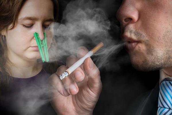 Ο περιορισμός της έκθεσης στο παθητικό κάπνισμα απασχόλησε τη στήλη κατ' επανάληψη