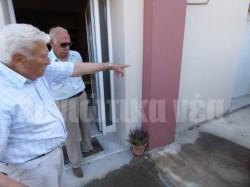 «Στο κεφαλόσκαλο του παλιού σπιτιού εκτέλεσαν τον πατέρα μου» λέει ο Αριστείδης Βλαζάκης που τότε ήταν 10 ετών.