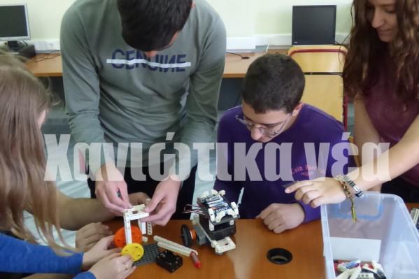 Μέλη της ομάδας ρομποτικής του 1ου Ενιαίου Λυκείου Χανίων