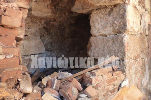 Σε διάφορα σημεία το τείχος σπάστηκε και εντός του έγιναν επεκτάσεις δωματίων, αποθήκες κ.α.