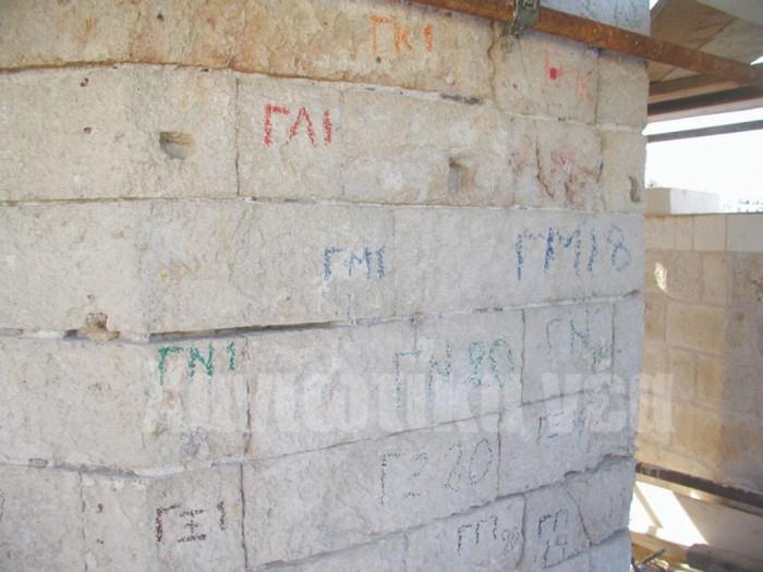 Λιθοδομή του φάρου των Χανίων. Με τη μέθοδο της γεωφυσικής έγινε αντιληπτό ποιες τεχνικές ακολουθήθηκαν για την τοποθέτηση των λίθων του, κατά τη διάρκεια εργασιών αποκατάστασής του που έγινε το 2006.