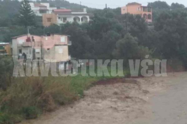 Ο ποταμός Κερίτη απειλεί κατοικίες