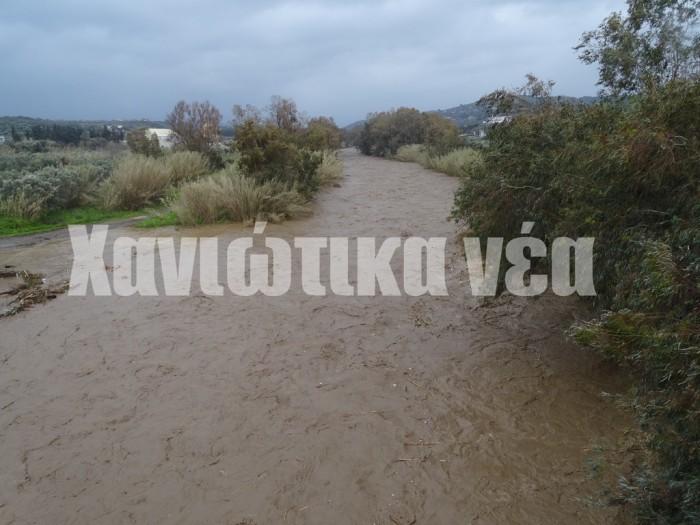 Τον κίνδυνο για μεγάλο όγκο φερτών υλικών που θα κατέβαζαν οι δυνατές βροχές από τα ορεινά στον ποταμό Ταυρωνίτη υπογραμμίζει το σχέδιο. Ενας κίνδυνος που αποδείχθηκε κάτι παραπάνω από αληθινός.
