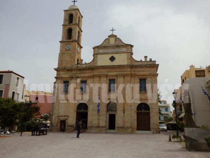 Ο καθεδρικός ναός των Εισοδίων χτίστηκε στη θέση παλαιότερου ναού του 14ου αιώνα αφιερωμένου στη Θεοτόκου