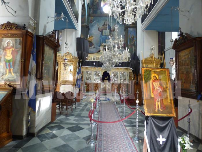 Τα αρχιτεκτονικά στοιχεία του ναού, όπως λαξευτοί πεσσοί, τα γείσα και τα πλαίσια των ανοιγμάτων, συνδέονται περισσότερο με την παράδοση που διαμορφώθηκε στα χρόνια της Βενετοκρατίας