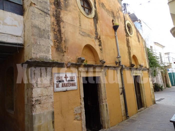 Η αρχιτεκτονική του ναού της Αγ. Αικατερίνης έχει υστερογοτθικά στοιχεία