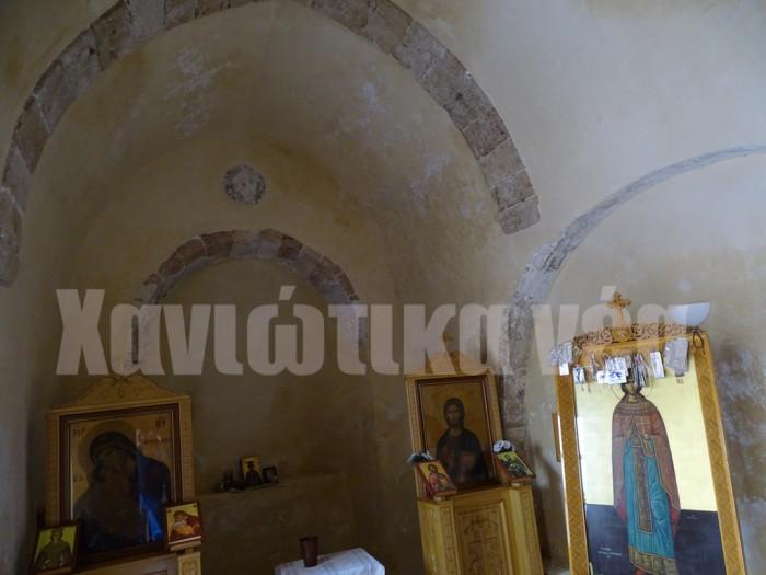Το εσωτερικό του ναού της Αγ. Ειρήνης