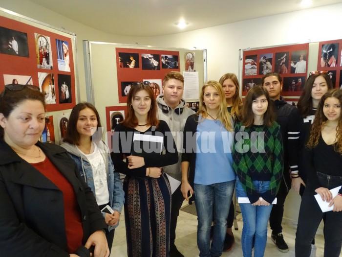Μαθητές και καθηγητές του ΕΠΑΛ Ακρωτηρίου που συμμετέχουν στη δράση