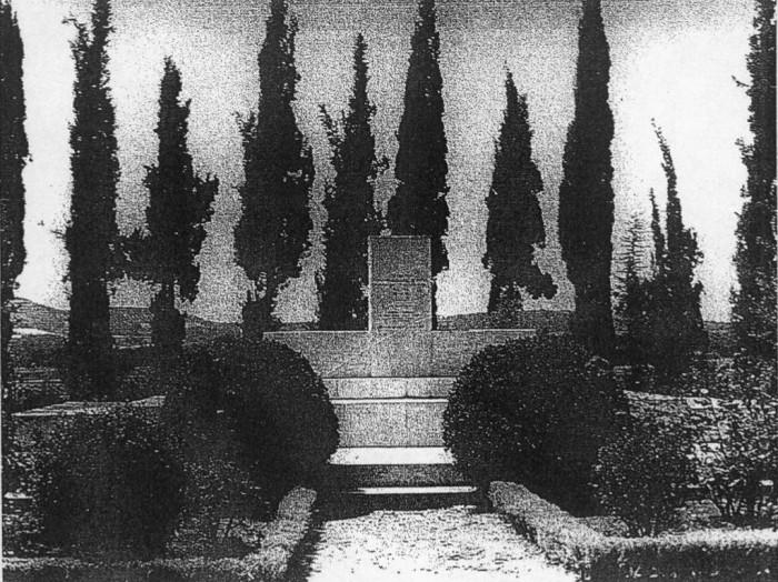 Μνημείο Πεσόντων απ' έξω από τις φυλακές Αγιάς - Κυδωνίας (φωτ. Σταμάτη Αποστολάκη)