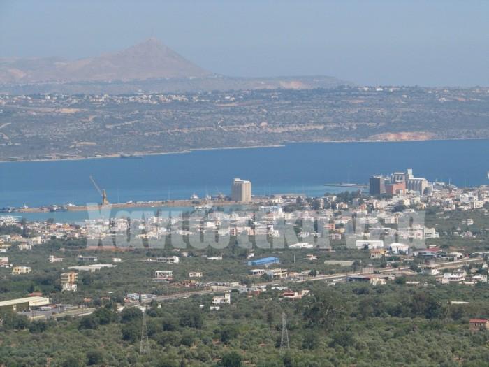 Το λιμάνι της Σούδας από τη Μαλάξα