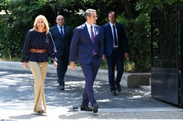 Ο πρωθυπουργός Κυριάκος Μητσοτάκης με την σύζυγό του Μαρέβα