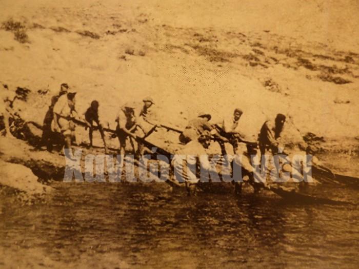Καλάδα από μικρασιάτες ψαράδες στην τοποθεσία Πλακούρες στον Βλητέ, 1928. (φωτογραφικό αρχείο Στ. Μυριδάκη)