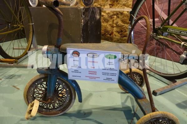 Ενα τρίκυκλο παιδικό ελληνικής κατασκευ΄ςη