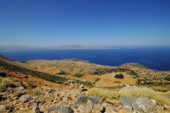 Η θεά από την δυτική πλευρά  του όρους  Όνυχας  ύψους 748 μέτρων  του ακρωτηρίου Σπάθα είναι μοναδική!!! Διακρίνεται το οροπέδιο του Γκιώνα  ο κόλπος της Κισάμου  το ακρωτήρι Γραμπούσα και η νησίδα Ήμερη Γραμπούσα