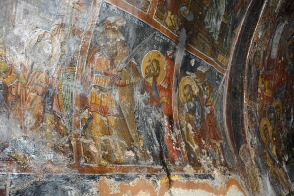 Εσωτερικά  ο ναός του Αγίου  Παύλου στο ακρωτήρι Σπάθα είναι γεμάτος   από αγιογραφίες  του λαϊκού ζωγράφου  Προβατόπουλου πολλές από αυτές είναι σε καλή κατάσταση Όλες χρειάζονται καθαρισμό και συντήρηση
