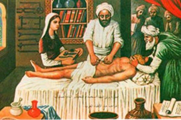 Τα ισλαμικά χαλιφάτα, μέχρι και το 13ο αιώνα, διατηρούσαν οργανωμένα ιατρικά κέντρα σε κάθε πρωτεύουσά τους, με γιατρούς και κάθε διαθέσιμο ιατρικό και φαρμακευτικό μέσο της εποχής.