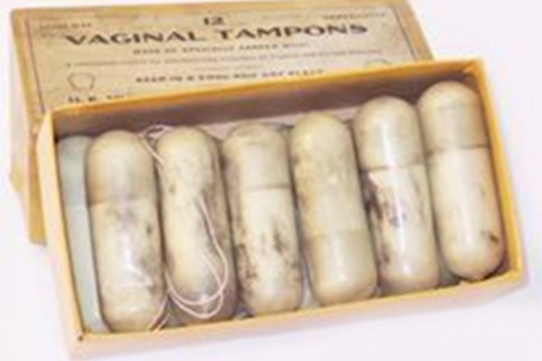Koλπικά υπόθετα του 19ου αιώνα, που χρησιμοποιούνταν μάλιστα από την αρχαία Ρώμη, για την αντιμετώπιση των πόνων την έμμηνης ρύσης, τα οποία περιείχαν καταπραϋντικά εκχυλίσματα από τα φυτά όπιο και μπελαντόνα.