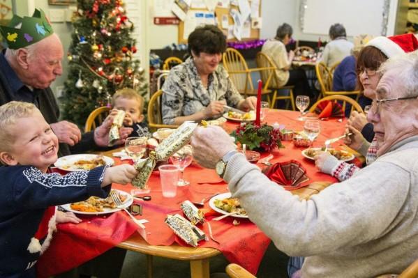 Τα παιδιά και οι ηλικιωμένοι χρειάζονται ιδιαίτερη φροντίδα στις γιορτές.
