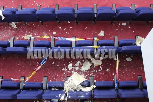 Ο μεγαλύτερος όγκος των κομματιών που αποκολλήθηκαν κατέληξαν στα καθίσματα από τη δεξιά μεριά της αίθουσας.