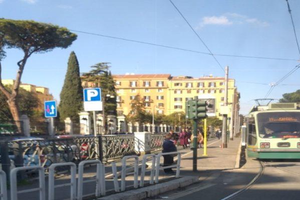 Τραμ, λεωφορεία, και μετρό είναι στην ώρα τους με πάφθηνα κόμιστρα.