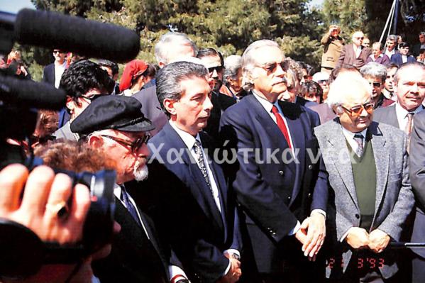 Δεύτερος από αριστερά ο Νικήτας Βενιζέλος δίπλα στον πρώην υπουργό Γ. Χαραλαμπόπουλο, σε ετήσιο μνημόσυνο των Βενιζέλων στον Προφήτη Ηλία. (Από το Αρχείο των Χανιώτικων νέων)
