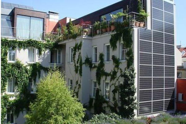 Άποψη του ξενοδοχείου Stadthalle στη Βιέννη το οποίο καλύπτει όλες τις ενεργειακές του ανάγκες με ενέργεια παραγόμενη σε αυτό από ΑΠΕ.