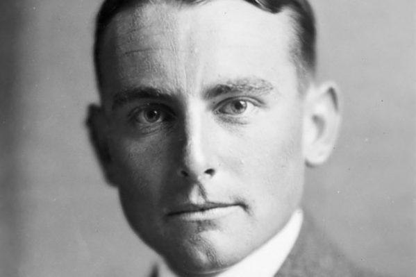"""Ο Νεοζηλανδός δημοσιογράφος Τζέφρι Κόξ το 1932, σχεδόν μία δεκαετία πριν την έκδοση της εφημερίδας """"Crete News""""."""