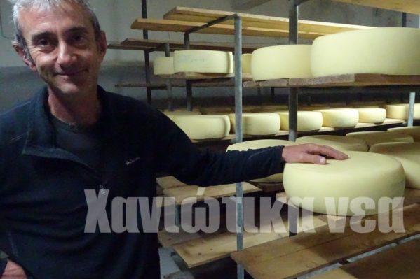 Η παραγωγή τυριού στον Ομαλό, είναι μια από τις δραστηριότητες που χρόνια γίνονταν στο Οροπέδιο λέει ο Γιάννης Κουτρούλης.
