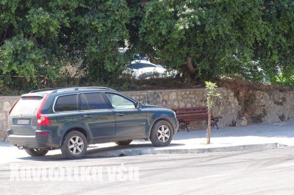 Μπορεί να γίνονται έργα αλλά το παρκάρισμα στο πεζοδρόμιο για ορισμένους...επιτρέπεται!